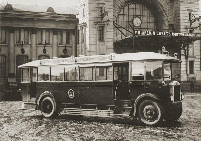 Старый автобус у Белорусского вокзала.