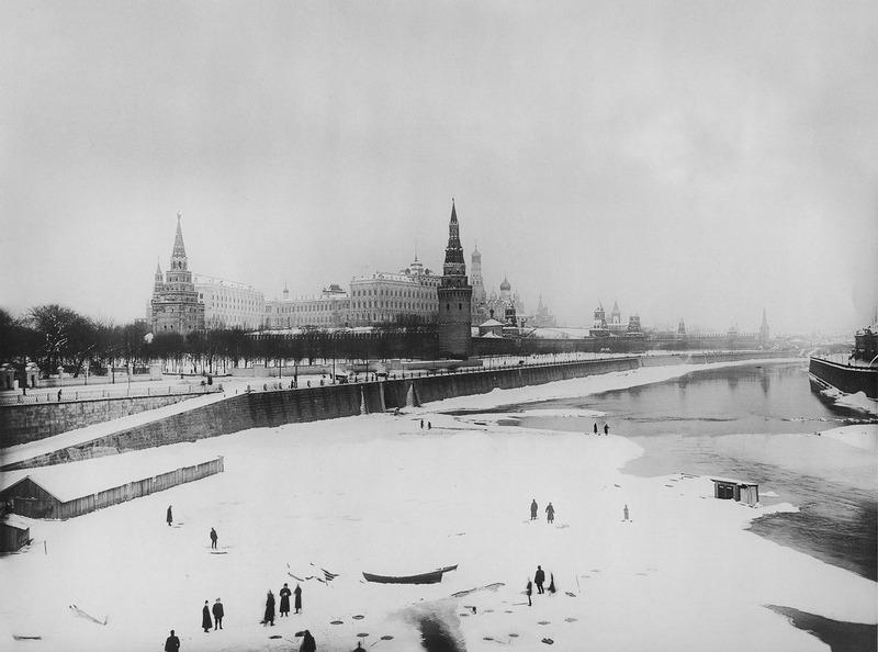 Зимняя рыбалка на Москва-реке.