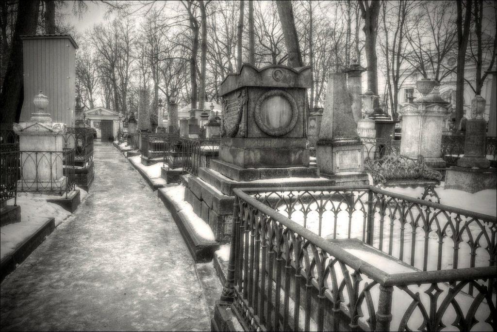 Лазаревское кладбище.